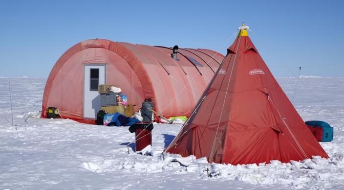 Campo remoto a Key Island allestito per studiare le foche di Weddell lì presenti. Copyright PNRA.