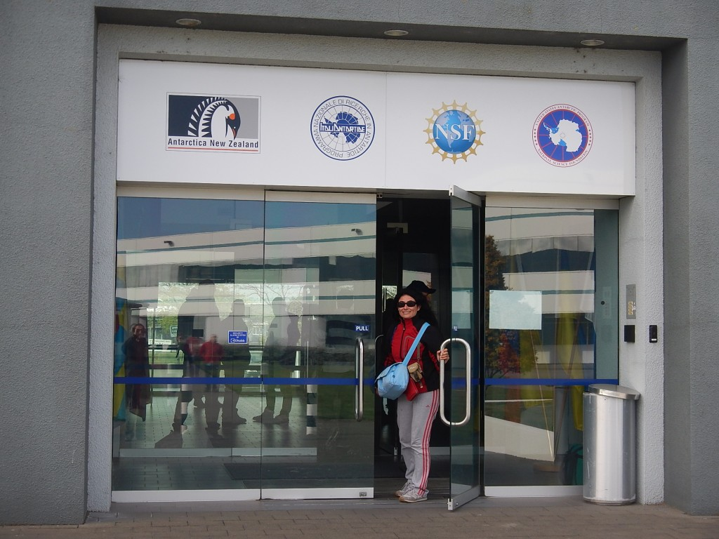 Ingresso dell'International Antarctic Center, sede di diversi programmi di ricerca antartici.