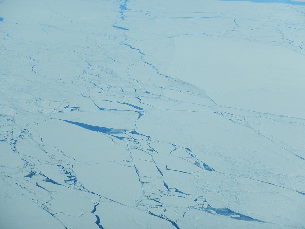 Il ghiaccio marino in disgregazione visto dall'alto. Copyright PNRA
