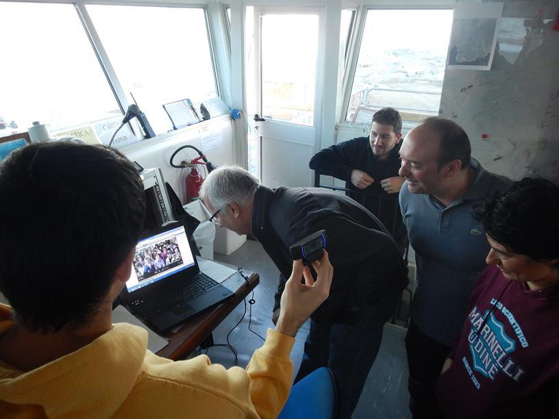 Piero Cavoli , informatico dell'UTA ( Unità Tecnica Antartide) dell'ENEA mentre si collega in videoconferenza. Copyright PNRA.