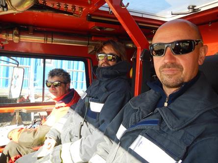 Da destra: Andrea Cavalieri Vigile del Fuoco,  Antonio Zanutta e Lorenzo De  Silvestri volontari. Copyright PNRA.