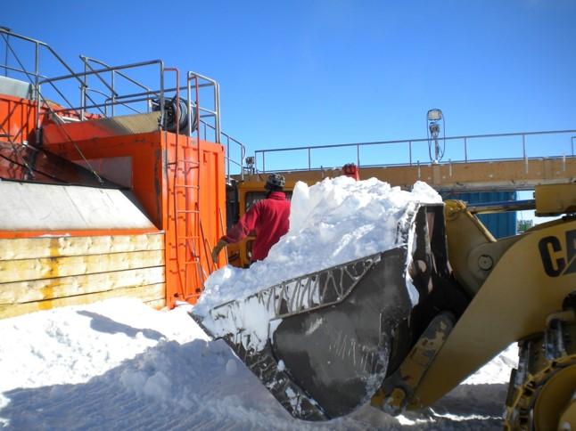 La neve sciolta rappresenta la fonte di acqua potabile e per gli usi comuni. Copyright PNRA.