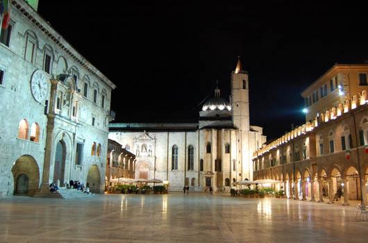 """Grazie ai ragazzi dell'ITS Mazzocchi riesco a fare un """"tributo"""" dovuto ad una delle piazze più belle d'Italia ( e non penso di essere di parte!)."""